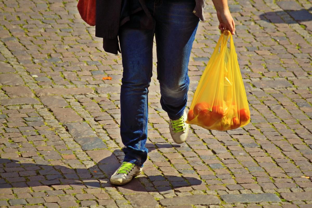 塑料袋拯救地球?它比纸袋更环保